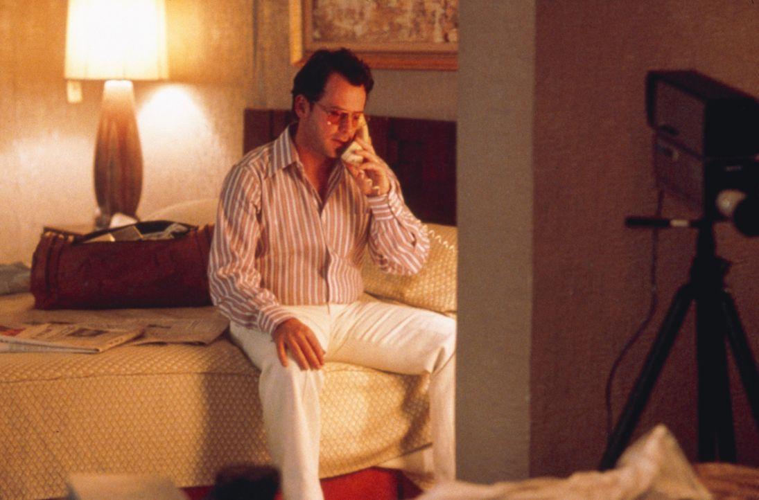 Filmt seine Sexaffären: Schauspieler Bob Crane (Greg Kinnear) ... - Bildquelle: 2003 Sony Pictures Television International