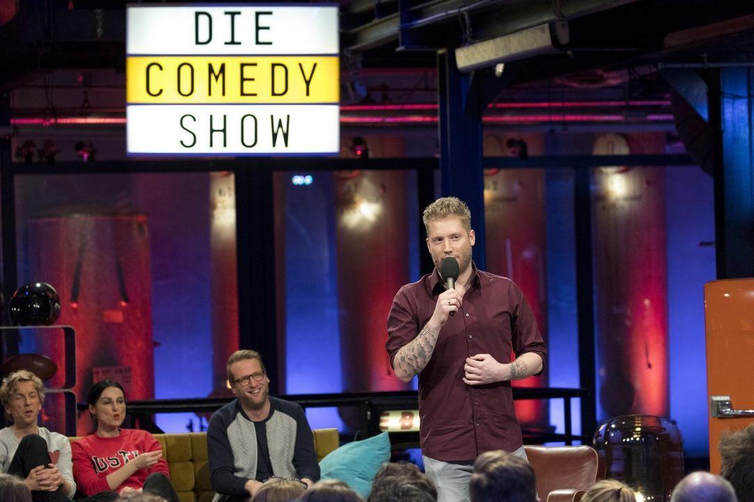 """Präsentiert in """"Die Comedy-Show"""" eine von fünf unglaublichen, witzigen Storys: Kevin Gerwin ... - Bildquelle: Benedikt Müller ProSieben"""