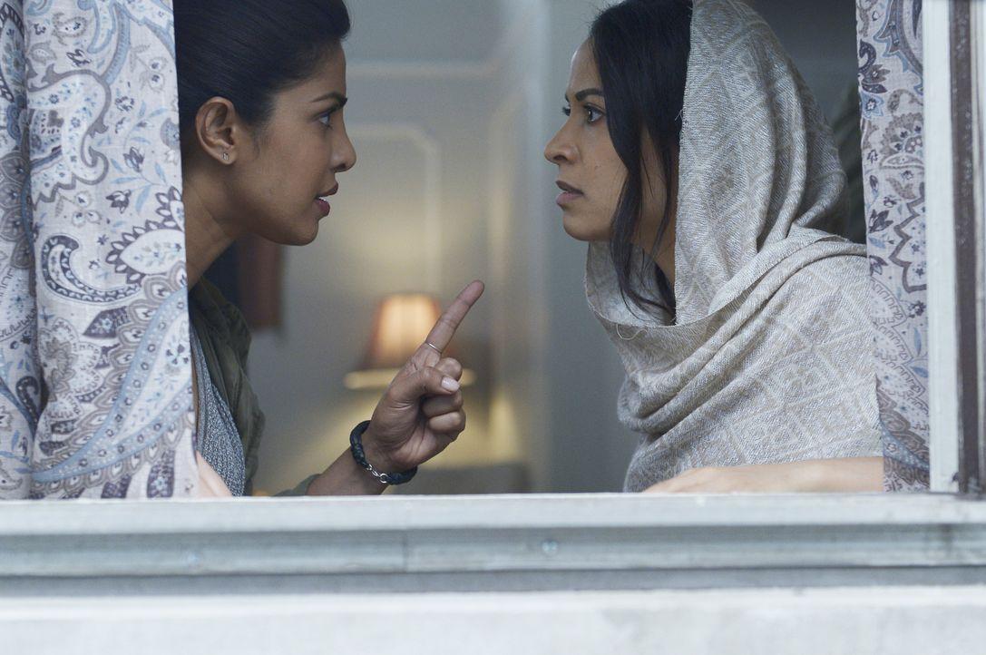 Alex (Priyanka Chopra, l.) sucht Raina (Yasmine Al Massri, r.) auf. Doch kann sie ihr vertrauen, oder wird sie von ihr in eine Falle gelockt? - Bildquelle: Philippe Bosse 2015 ABC Studios