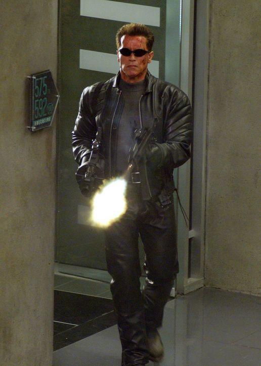 Im Einsatz für die Gerechtigkeit: T-800 (Arnold Schwarzenegger) ... - Bildquelle: 2004 Sony Pictures Television International. All Rights Reserved.