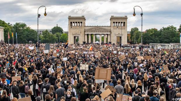 Mit 3.000 Demonstranten hatte die Polizei gerechnet, es kamen 25.000 zur Sile...
