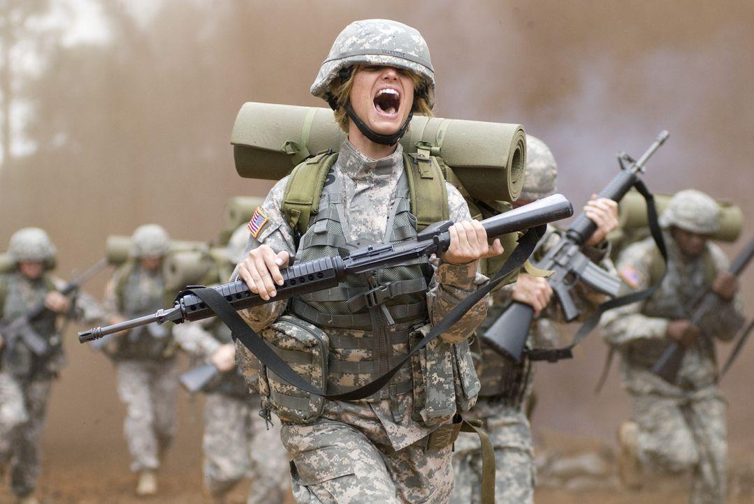Im Boot Camp wird niemand geschont - auch nicht der ehemalige Filmstar Megan Valentine (Jessica Simpson) ... - Bildquelle: 2007 MAJOR PRODUCTIONS, INC.