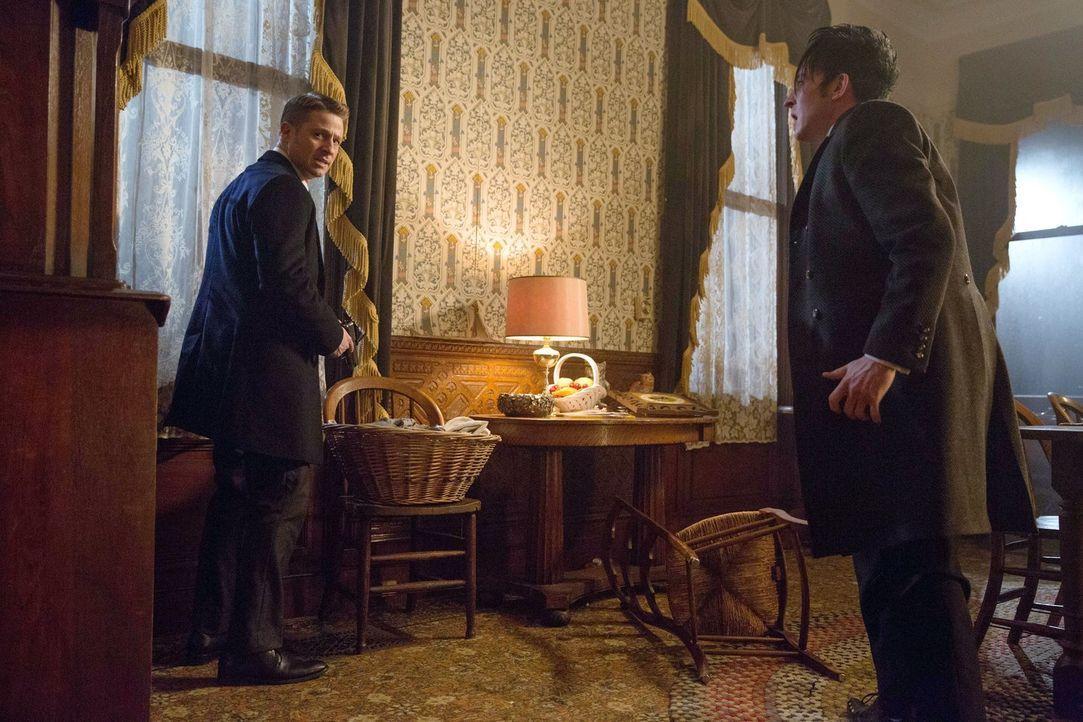 Um gegen Comissioner Loeb vorzugehen, schließen sich Gordon (Ben McKenzie, l.) und Cobblepot (Robin Lord Taylor, r.) zusammen. Doch ist das eine wir... - Bildquelle: Warner Bros. Entertainment, Inc.