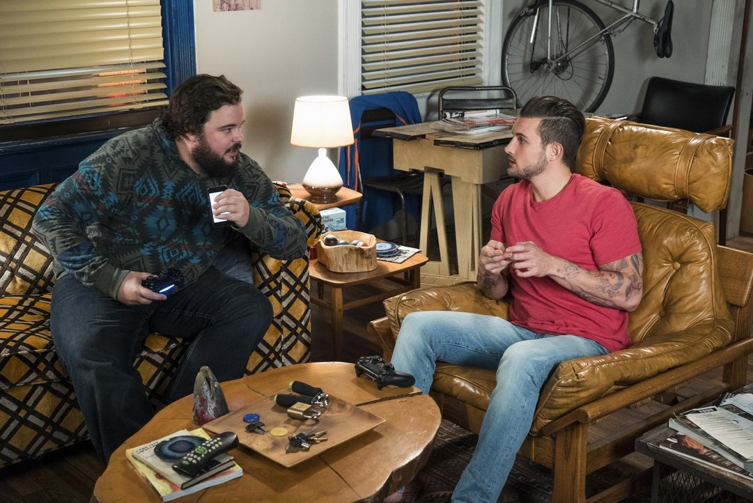 Gabe (Jon Gabrus, l.); Josh (Nico Tortorella, r.) - Bildquelle: David M. Russell 2015 TV Land. All Rights Reserved/David M. Russell