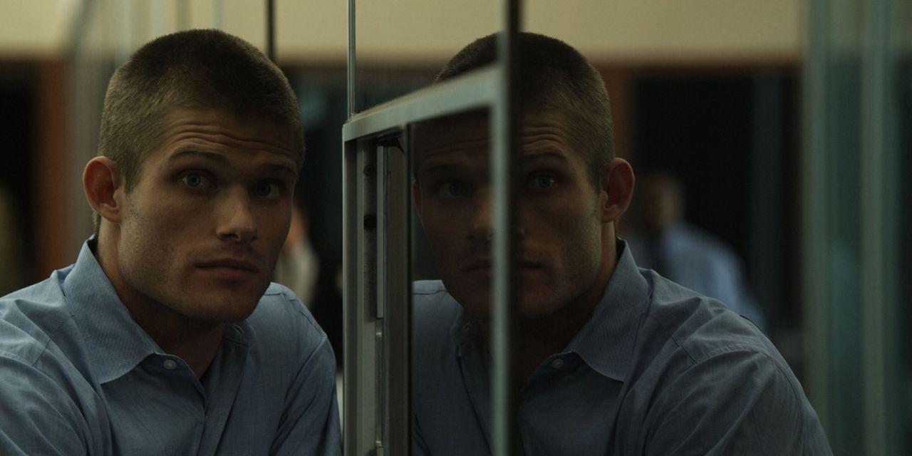 Eines Tages lässt sich Sam Reide (Chris Carmack), der die seltene Gabe der Zeitreise besitzt, dazu überreden, einen Mord in der Vergangenheit zu v... - Bildquelle: Flashback Films, LLC