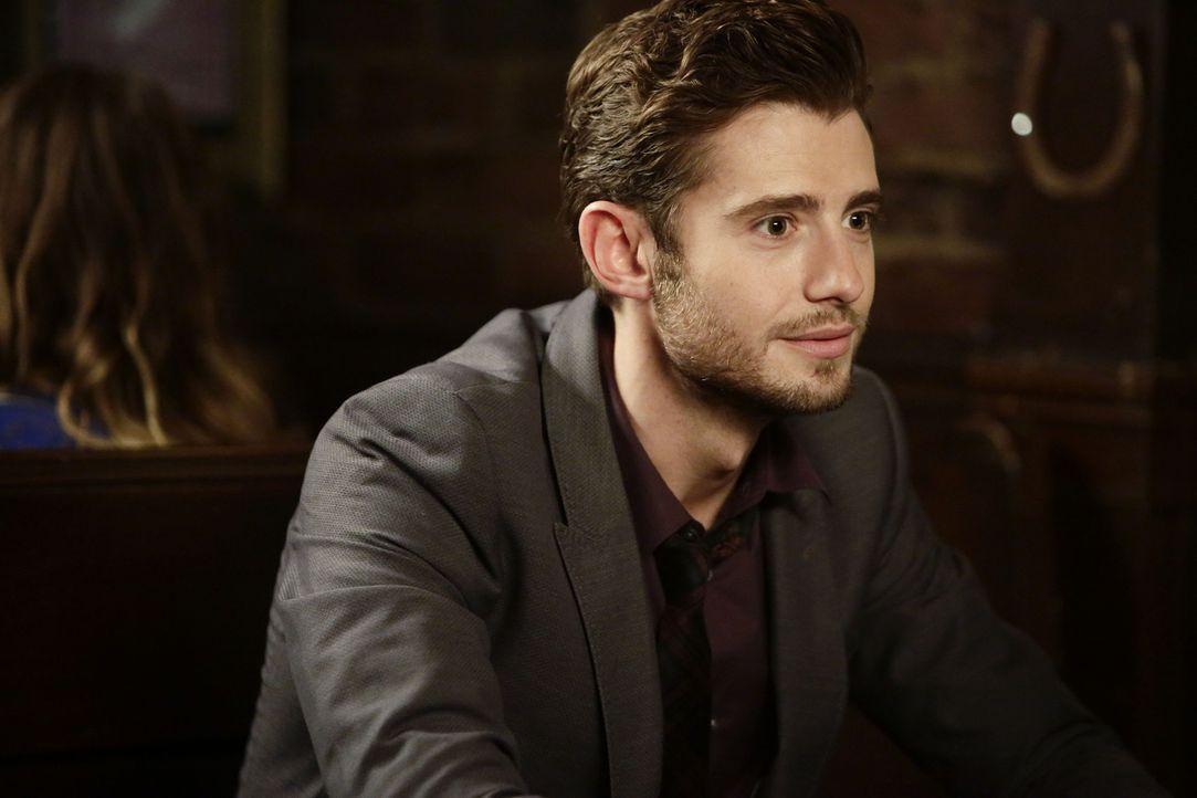 Ryan (Julian Morris) bekommt ein Jobangebot, dass die Beziehung zu Jess auf eine harte Probe stellt ... - Bildquelle: 2015 Twentieth Century Fox Film Corporation. All rights reserved.