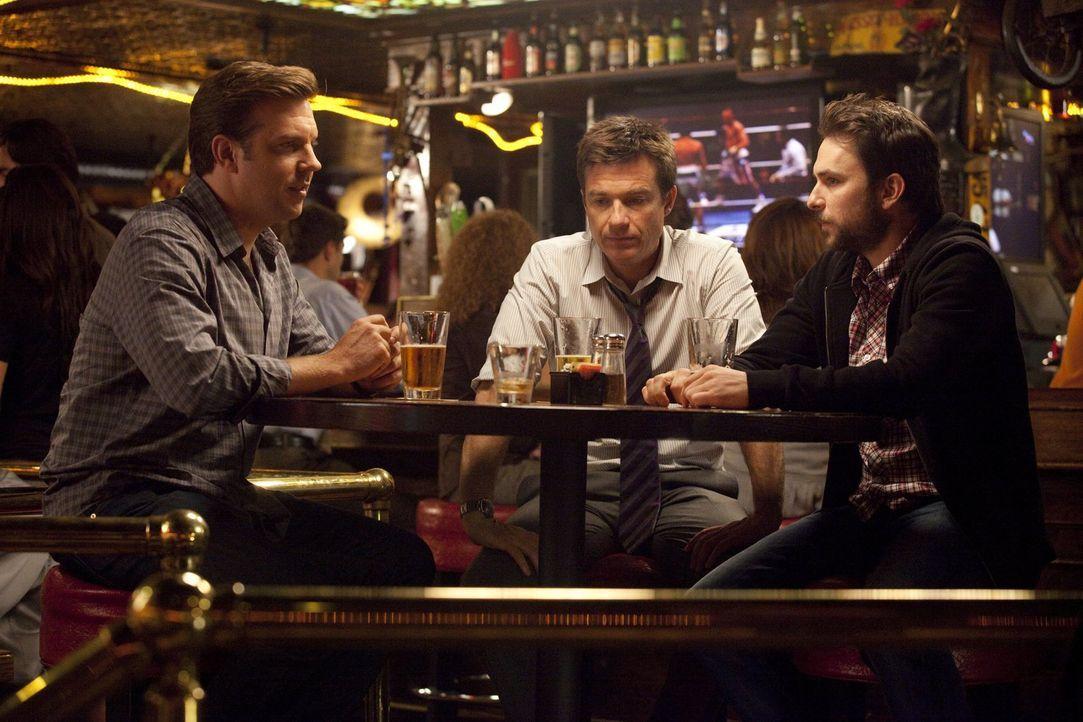 Nachdem der Auftragskiller Jones ihnen den Rat gegeben hat, sich von zwei sonderbaren Filmen für den Mord an ihren Chefs inspirieren zu lassen, begi... - Bildquelle: 2011 Warner Bros.