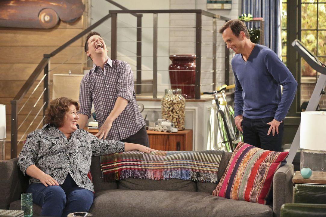 Nach ihrer Trennung von Tom sucht Carol (Margo Martindale, l.) eine neue Bleibe. Nathan (Will Arnett, r.) will verhindern, dass seine Mutter in die... - Bildquelle: 2014 CBS Broadcasting, Inc. All Rights Reserved.