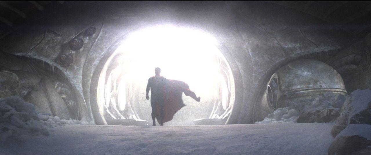 Er soll nicht nur die Erde retten, sondern auch für seinen zerstörten Heimatplaneten Krypton einstehen: Clark Kent (Henry Cavill) als Superman ... - Bildquelle: 2013 Warner Brothers