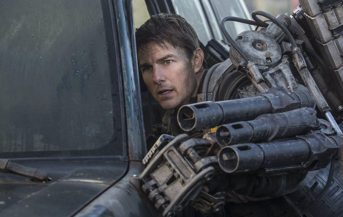 Er erlebt den gleichen Tag immer und immer wieder: Major Bill Cage (Tom Cruise) wird bei einem Selbstmordommando gegen eine feindliche Alienrasse ge... - Bildquelle: Warner Bros. Television