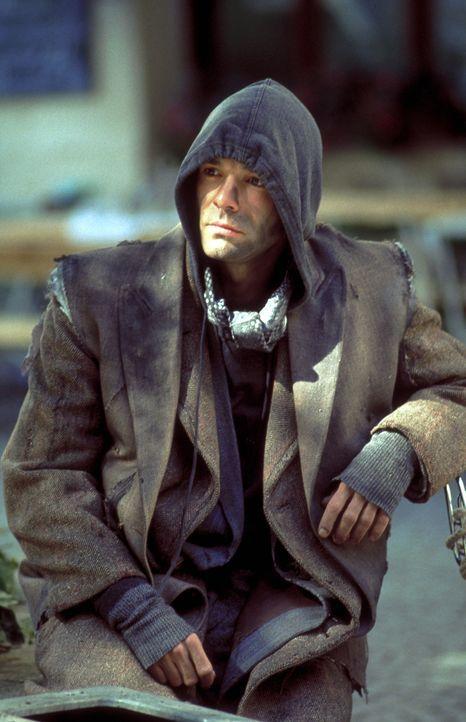 """Ben Wildmann (Hannes Jaenicke) riskiert bei seiner Arbeit als """"Peacemaker"""" täglich sein Leben für die Regierung. Als er dringend Geld für seine S... - Bildquelle: Frank Lemm ProSieben"""