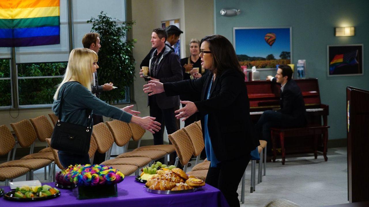 Um einem alten Ex-Freund zu entgehen, schleppt Bonnie Christy (Anna Faris, l.) zu einem neuem Treffen der Anonymen Alkoholiker, wo sie prompt Bonnie... - Bildquelle: 2015 Warner Bros. Entertainment, Inc.
