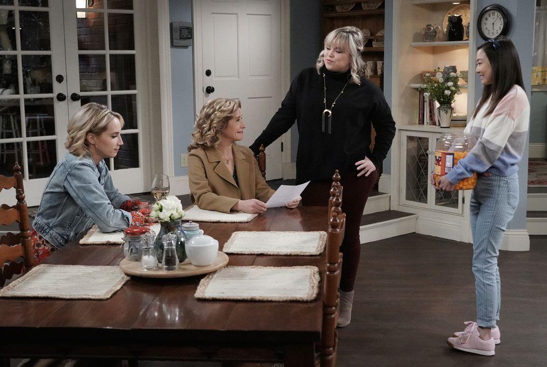 (v.l.n.r.) Mandy Baxter (Molly McCook); Vanessa Baxter (Nancy Travis); Kristin Baxter (Amanda Fuller); Jen (Krista Marie Yu) - Bildquelle: 2018-2019 Twentieth Century Fox Film Corporation.  All rights reserved