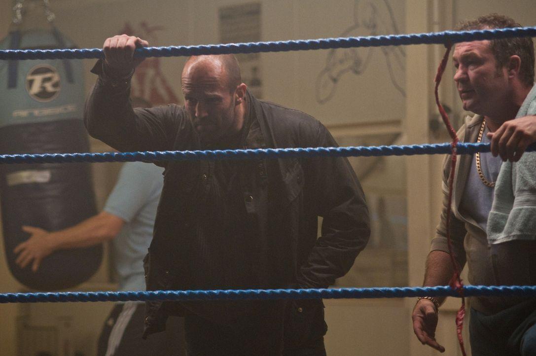 Der trinkfeste Detective Sergeant Tom Brant (Jason Statham, l.) schlägt gerne mal zu, bevor er lange Fragen stellt ...