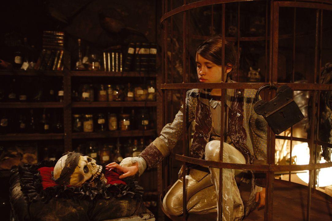 Klette (Janina Fautz) wurde von dem Vampiren Jeckyl und Hyde ins Gefängnis gesperrt. Ob sie sich je wieder befreien kann? - Bildquelle: Buena Vista International