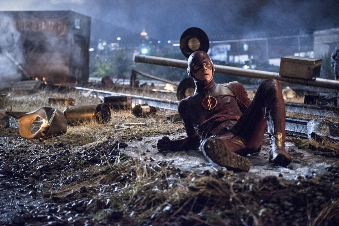Schafft es als Flash einen Raub aufzuhalten, doch die Verbrecher können entkommen: Barry (Grant Gustin) ... - Bildquelle: Warner Brothers.