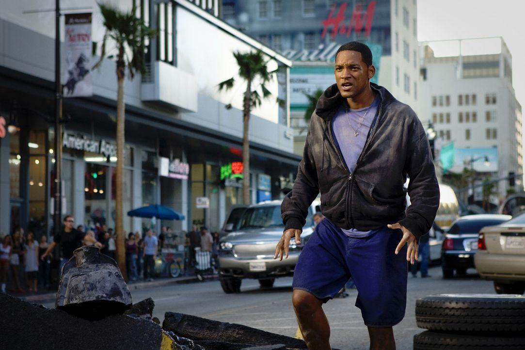 Der mit Superkräften ausgestattete Hancock (Will Smith) verursacht bei seinen Einsätzen regelmäßig umfangreiche Kollateralschäden: Jetzt haben... - Bildquelle: Sony Pictures