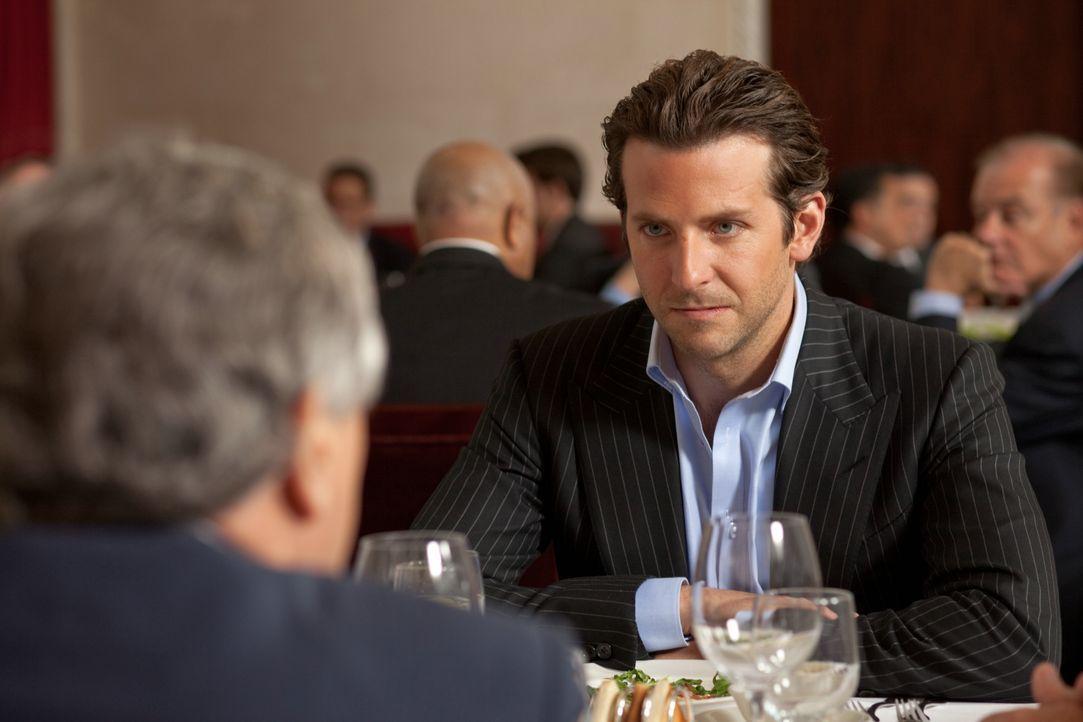 Schafft Eddie Morra (Bradley Cooper), sich wieder von der Droge zu lösen? - Bildquelle: 2011 Concorde Filmverleih GmbH