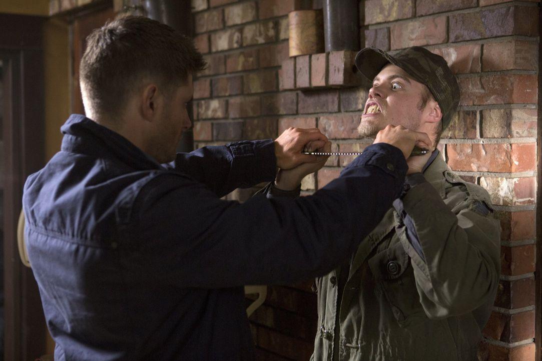 Dean (Jensen Ackles, l.) genießt es, gegen den kaltblütigen Vampir Connor (Reilly Dolman, r.) zu kämpfen - vielleicht ein wenig zu sehr? - Bildquelle: 2013 Warner Brothers