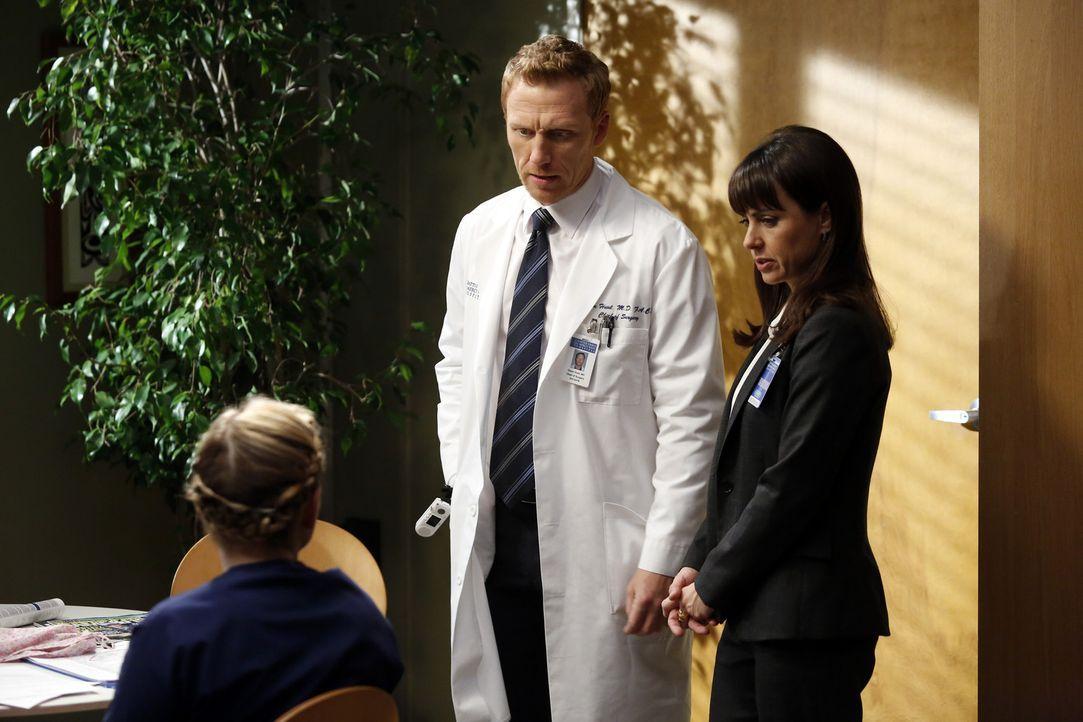 Während Arizona (Jessica Capshaw, l.) nach der Amputation ihres Beins weiterhin mit dem physischen aber auch psychischen Phantomschmerz zu kämpfen... - Bildquelle: ABC Studios