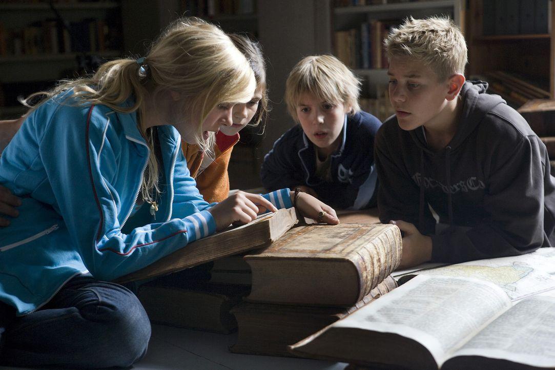 Die 13-jährige Katrine (Julie Grundtvig Wester, l) verbringt den Sommer auf der Insel Bornholm. Dort kommt sie mit ihren Freunden Nis (Christian He... - Bildquelle: Nordisk Film Biografdistribution