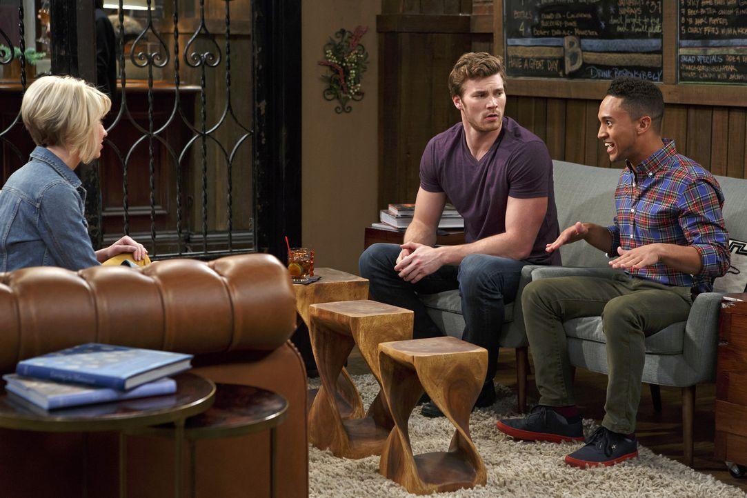Emmas Taufe steht bevor und Ben bittet Riley (Chelsea Kane, l.) darum, ihm bei der Suche nach einem geeignetem Patenonkel behilflich zu sein. Doch R... - Bildquelle: Bruce Birmelin ABC Family