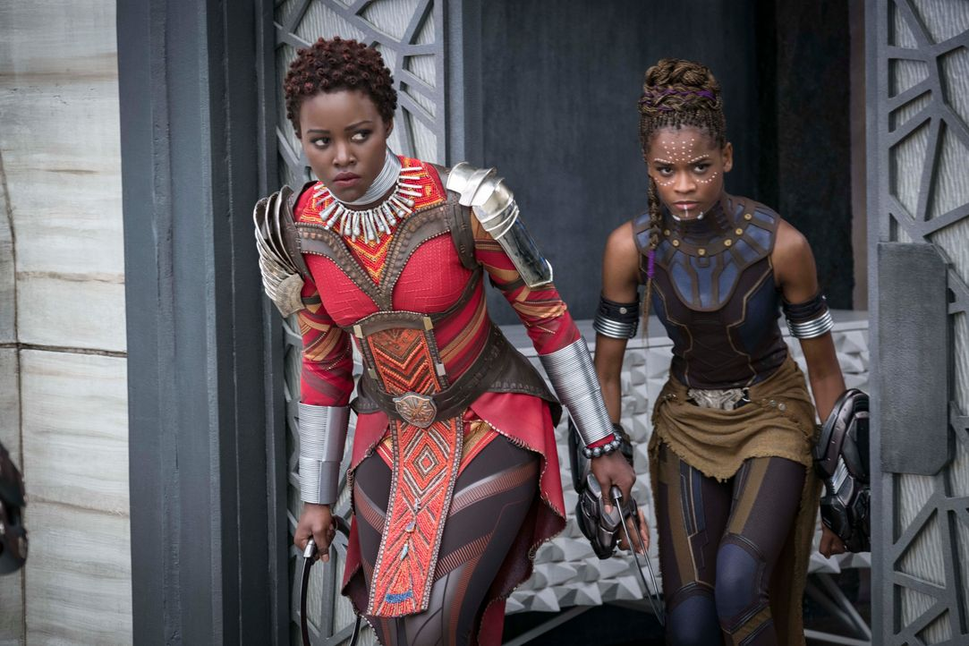 "Nakia (Lupita Nyong'o), Shuri (Letitia Wright) und Okoye (Danai Guria) in ""Back Panther"" (2018) - Bildquelle: picture alliance / ZUMAPRESS.com | Marvel Studios"