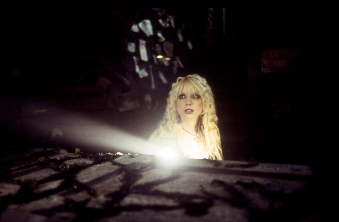 Tot oder doch nicht tot, das ist hier die Frage: Tina (Courtney Peldon) ... - Bildquelle: Echo Bridge Entertainment LLC