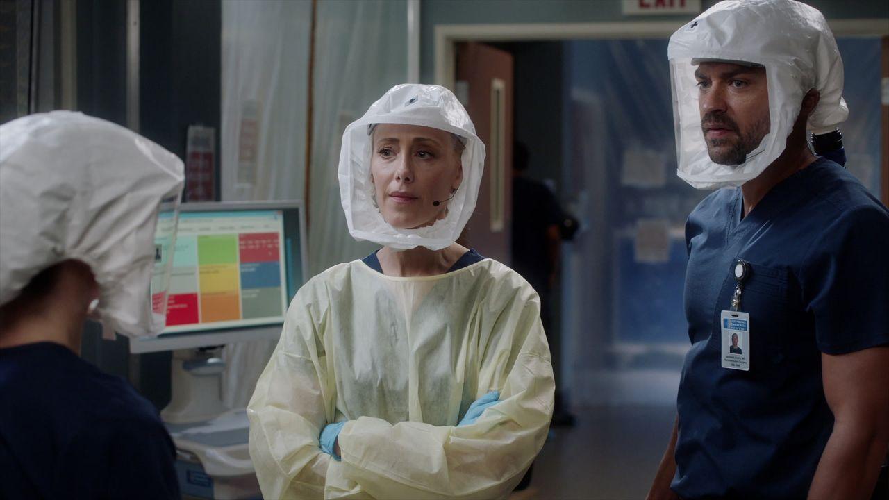 (v.l.n.r.) Dr. Amelia Shepherd (Caterina Scorsone); Dr. Teddy Altman (Kim Raver); Dr. Jackson Avery (Jesse Williams) - Bildquelle: 2020 American Broadcasting Companies, Inc. All rights reserved.