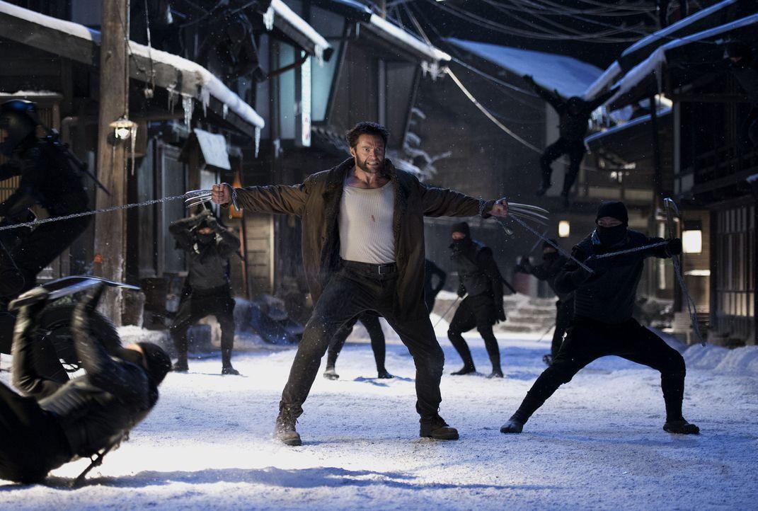 Ahnt noch nicht, dass seine Kräfte massiv angezapft wurden: Wolverine (Hugh Jackman) ... - Bildquelle: Ben Rothstein 2013 Twentieth Century Fox Film Corporation. All rights reserved.