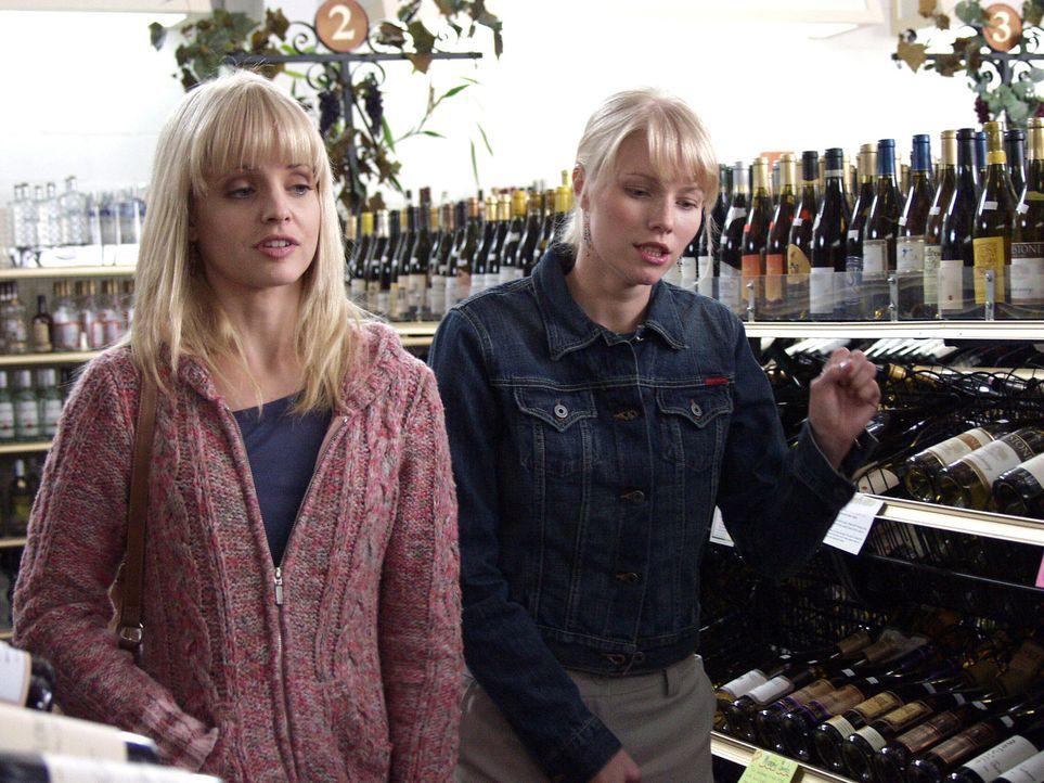 Lana (Mena Suvari, l.) hat Pocket das Leben viele Jahre schwer gemacht. Kann ihre Freundin Samantha (Melissa Sagemiller, r.) ihr bei der Wiedergutma...