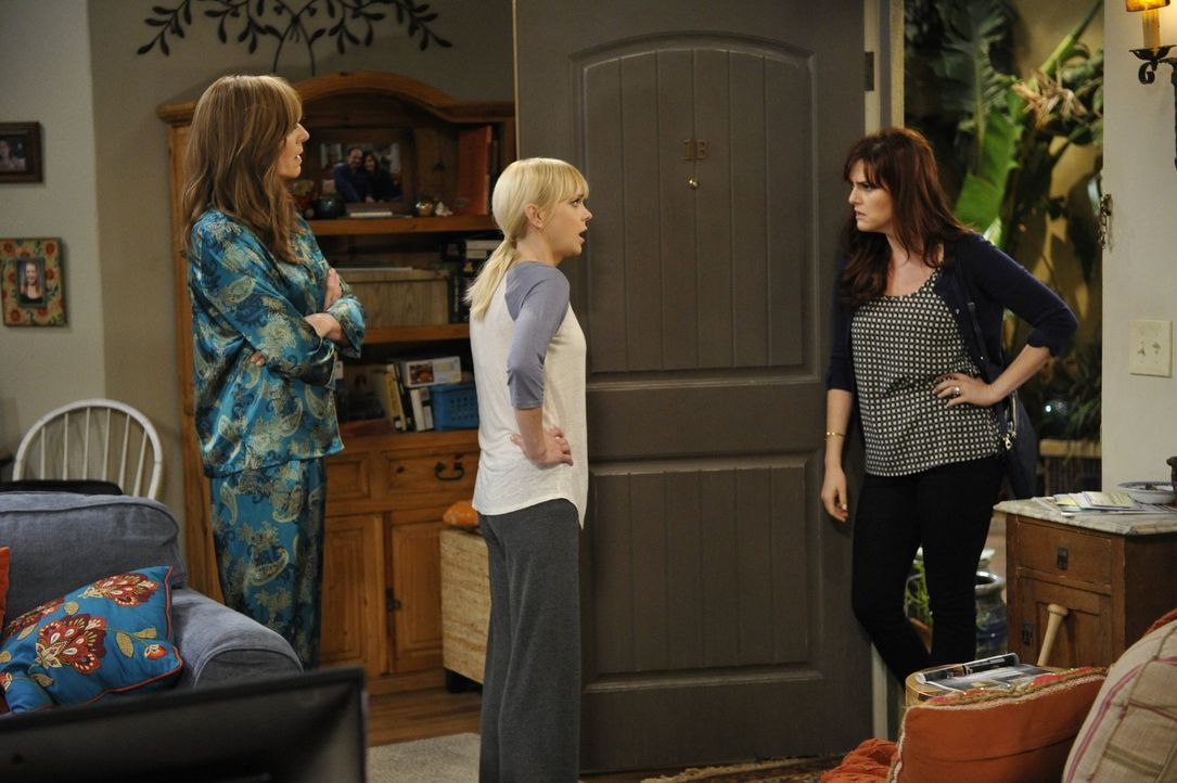 Während Bonnie (Allison Janney, l.) ihre Tochter Christy (Anna Faris, M.) voll und ganz in ihrem Wunsch unterstützt, den charmanten und wohlhabenden... - Bildquelle: 2015 Warner Bros. Entertainment, Inc.