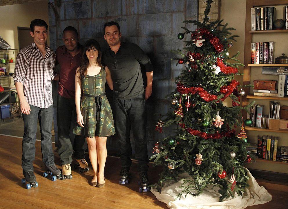 Auf die Freunde wartet ein ganz besonderes Weihnachtsfest: (v.l.n.r.) Schmidt (Max Greenfield), Winston (Lamorne Morris), Jess (Zooey Deschanel) und... - Bildquelle: 20th Century Fox