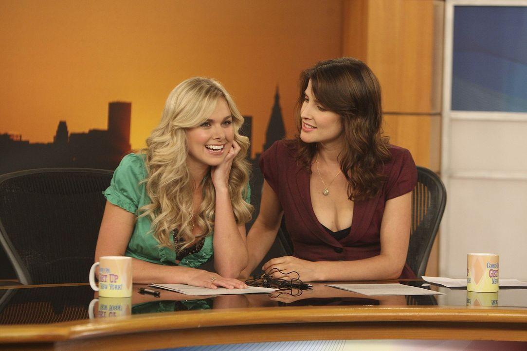 Ted hat einen netten Abend mit Becky (Laura Bell Bundy, l.) verbracht. Robin (Cobie Smulders, r.) ist total irritiert, dass Ted an ihrer neuen Kolle... - Bildquelle: 20th Century Fox International Television