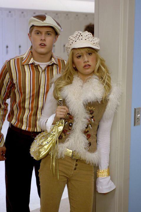 Als sich Troy und Gabriella für die Hauptrolle im Schulmusical bewerben und sich auch noch für das finale Casting qualifizieren, ist die amtierend... - Bildquelle: The Disney Channel