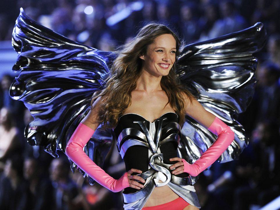 victoria-secret-fashion-show-2011-30-karmen-pedaru-afpjpg 1900 x 1425 - Bildquelle: AFP