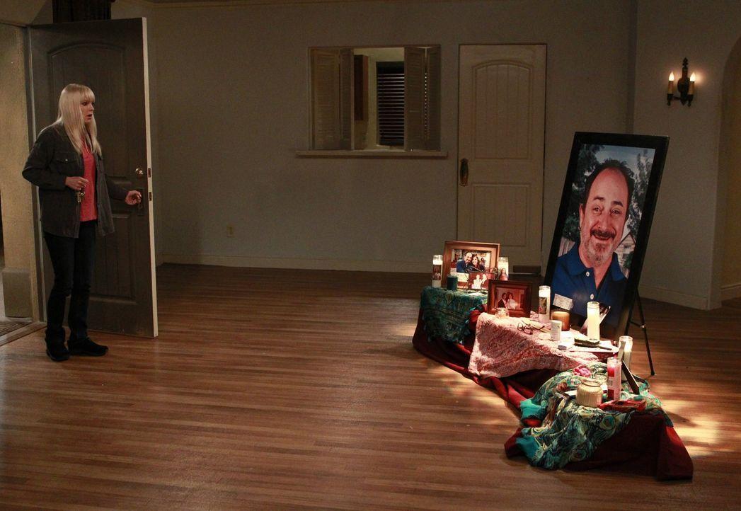 Nachdem Christy (Anna Faris) den Alvin-Schrein ihrer Mutter entdeckt, trifft sie eine folgenreiche Entscheidung ... - Bildquelle: Warner Bros. Television
