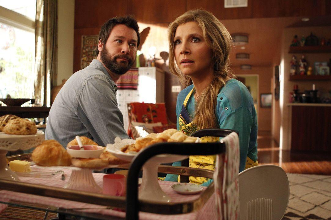 Nachdem Julian (Jon Dore, l.) und Polly (Sarah Chalke, r.) erkannt haben, dass ihre Scheidung die gemeinsame Tochter mehr beeinflusst, als sie gegla... - Bildquelle: 2013 American Broadcasting Companies. All rights reserved.