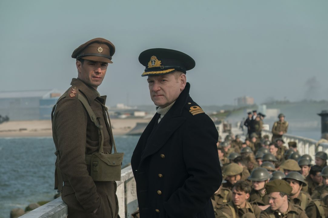 Colonel Winnant (James D'Arcy, l.); Commander Bolton (Kenneth Branagh, r.) - Bildquelle: Warner Bros.
