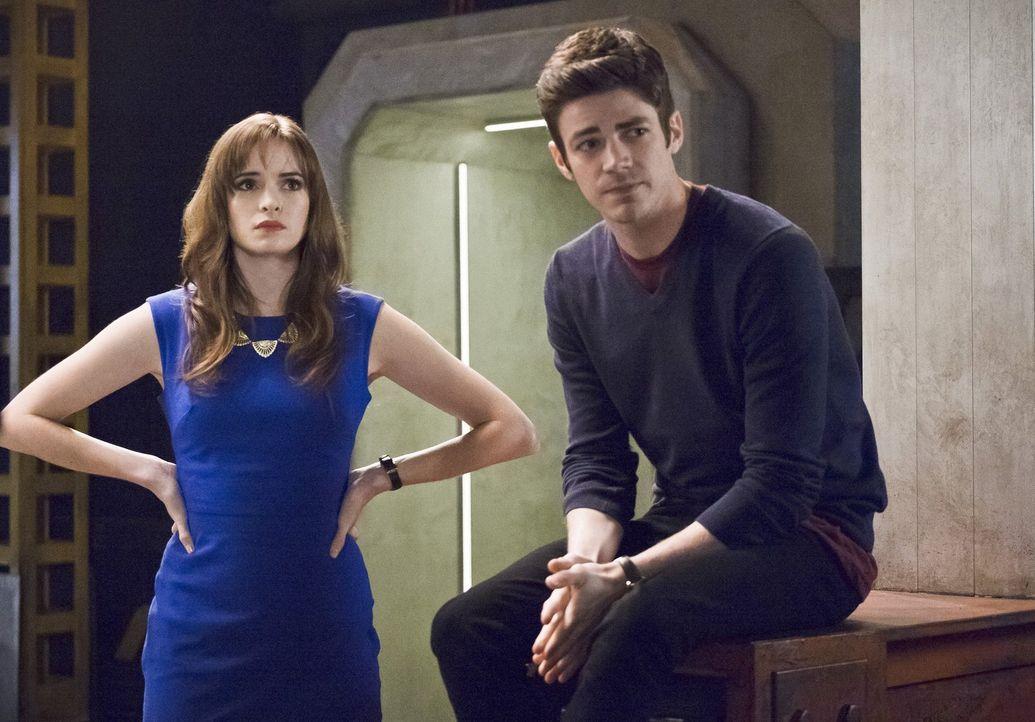 Nicht nur Caitlin (Danielle Panabaker, l.) und Barry (Grant Gustin, r.) sind geschockt, als Zoom ihnen die schreckliche Wahrheit offenbart ... - Bildquelle: Warner Bros. Entertainment, Inc.