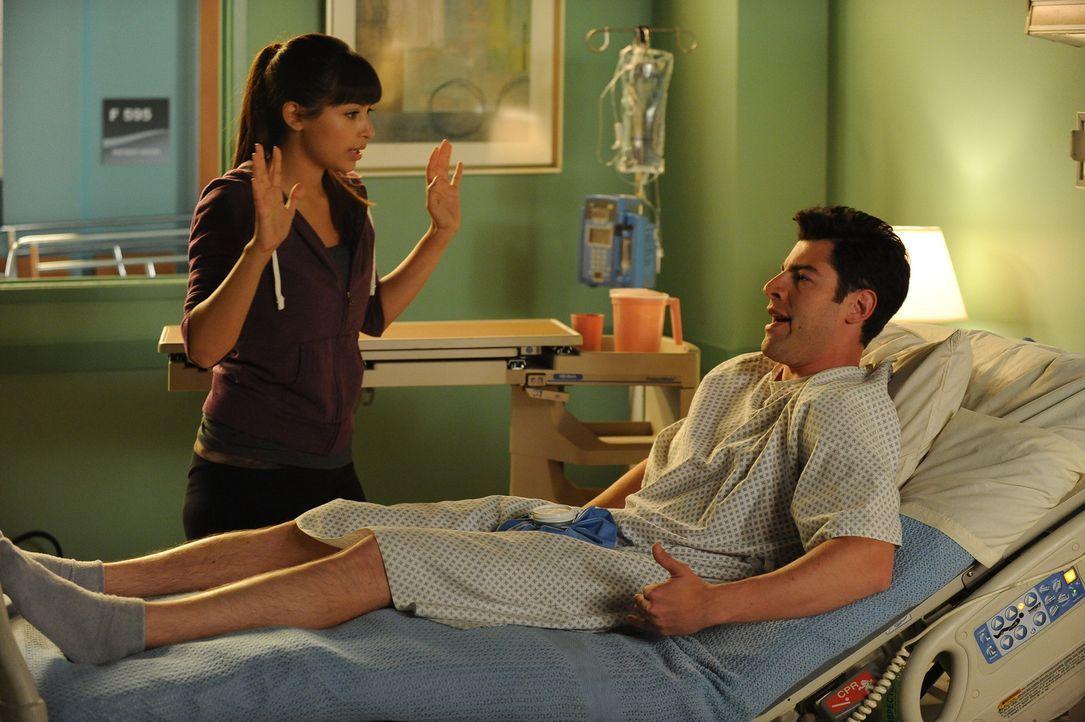 Nick versucht, die Frauen aufzugeben und startet dafür mit der Zucht von Tomaten, während Schmidt (Max Greenfield, r.) im Krankenhaus endet, nachdem... - Bildquelle: 20th Century Fox