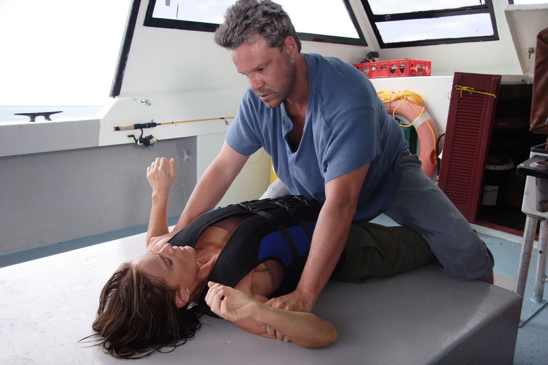 Quinn (Craig Sheffer, r.) ist keineswegs bereit, Mark mit Kristen (Gabrielle Anwar, l.) gehen zu lassen ... - Bildquelle: Christopher Filmcapital