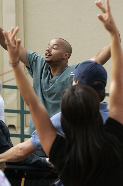 Bleibt vom Tanzen und Singen nicht verschont: Turk (Donald Faison) ... - Bildquelle: Touchstone Television