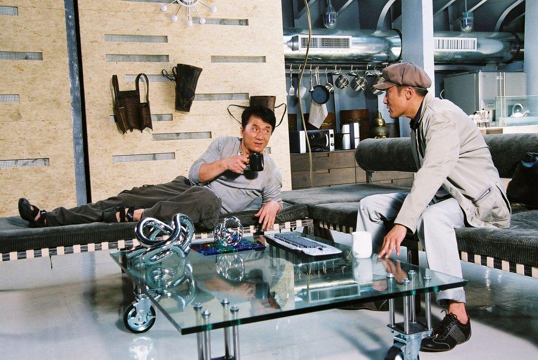 Der Wissenschaftler William (Tony Leung Ka Fai, r.) und der Archäologe Jack (Jackie Chan, l.) machen sich auf, den Geheimnissen um den sagenumwoben... - Bildquelle: Splendid