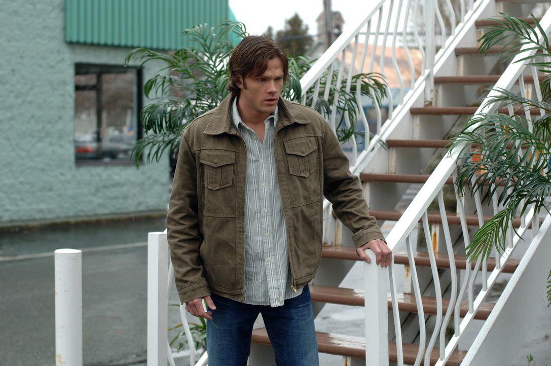 """Während Dean und Sam den Ort des Verschwindens, den """"Mystery Spot"""", durchsuchen, wird Dean vom Besitzer erschossen. Sam (Jared Padalecki) ist am Bo... - Bildquelle: Warner Bros. Television"""