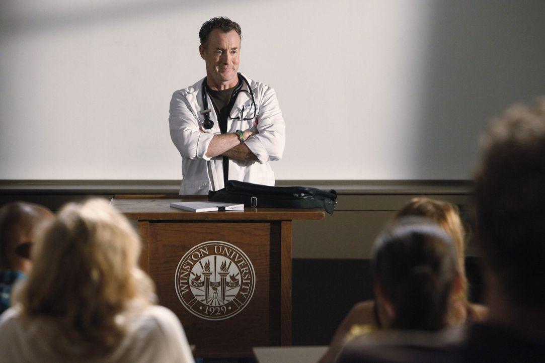 Macht seinen Studenten das Leben zur Hölle: Cox (John C. McGingley) ... - Bildquelle: Touchstone Television