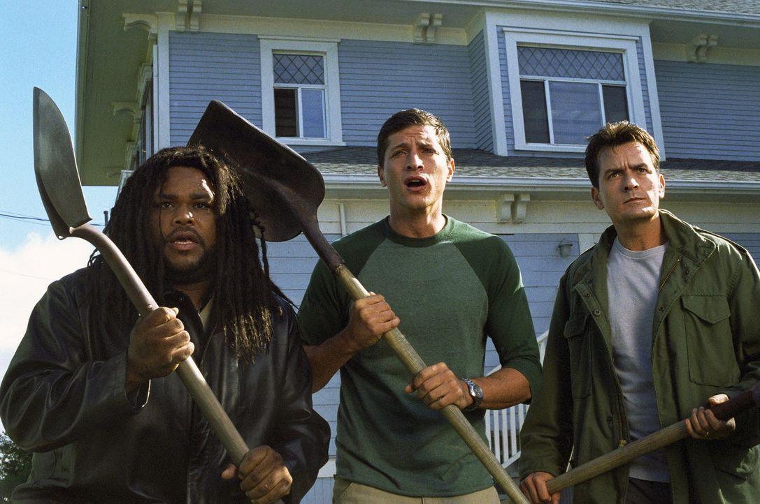 Welcher Alien bekommt es bei diesem Anblick nicht mit der Angst zu tun? Mahalik (Anthony Anderson, l.) und die beiden Brüder George (Simon Rex, M.)... - Bildquelle: Miramax Films