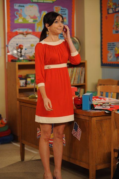 Als Lily (Alyson Hannigan) Barney mittels Handy über Teds Unfall informiert, hastet er gleich zum Krankenhaus. Dabei wird er allerdings von einem B... - Bildquelle: 20th Century Fox International Television