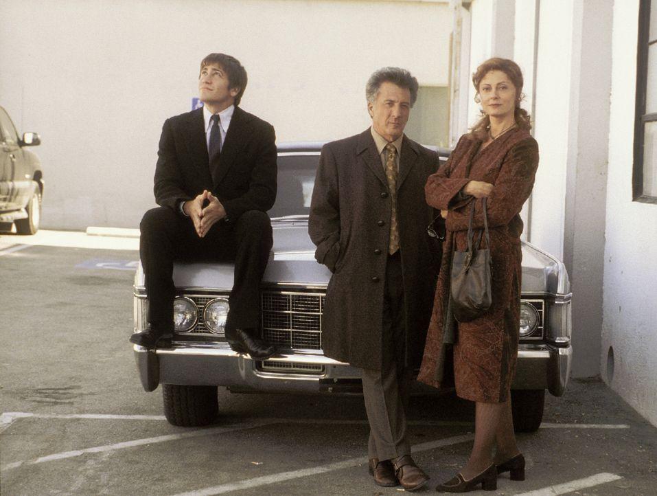 Als Fast-Witwer fühlt sich Joe Nast (Jake Gyllenhaal, l.) verpflichtet, bei den Eltern (Dustin Hoffman, M. und Susan Sarandon, r.) seiner verstorbe... - Bildquelle: Touchstone Pictures