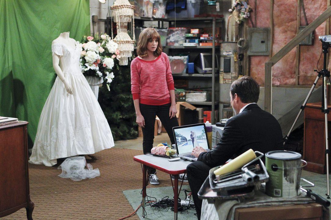 Zwischen Debbie (Jayma Mays, l.) und Nathan (Will Arnett, r.) herrscht Krieg: Wer ist beliebter bei Mum and Dad? - Bildquelle: 2013 CBS Broadcasting, Inc. All Rights Reserved.